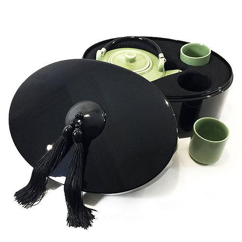 Coffret ovale avec théière et tasses vertes - Michele de Albert - Laque noire