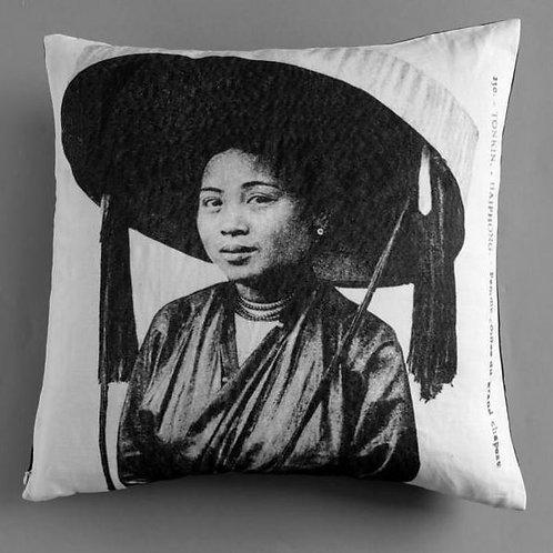 Enveloppe de coussin zip - Femme au chapeau - Very Ngon - 45 cm x 45 cm
