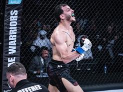 البطل المصرى عزوز انور يقهر البرازيلى مارسيلو بونتيس  TKO فى بطولة محاربي الامارات