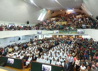 AD Belo Horizonte batiza 435 novos membros no mês de abril