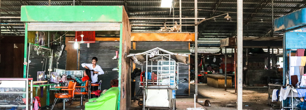 The Migration Assistant Centre is located at the traditional market, alongside a hair salon and food stands.