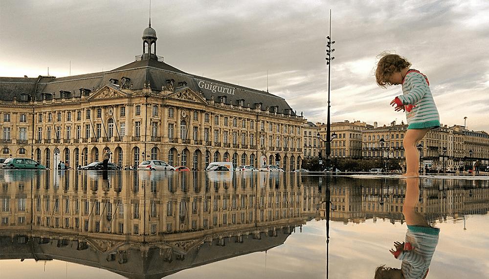Il prend de sublimes photos avec un smartphone et des flaques d'eau
