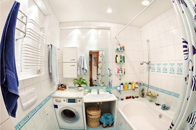 Photo d'une salle de bain distordue