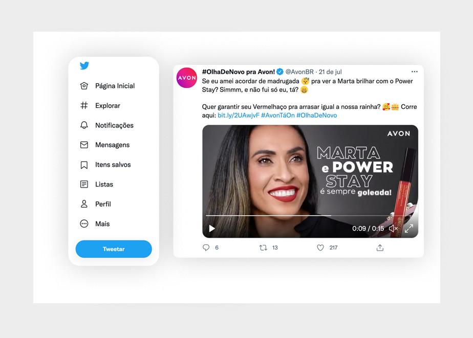 Exemplo de post no Twitter da marca Avon Brasil, exemplificandon o bom uso de mídia, hashtags e links