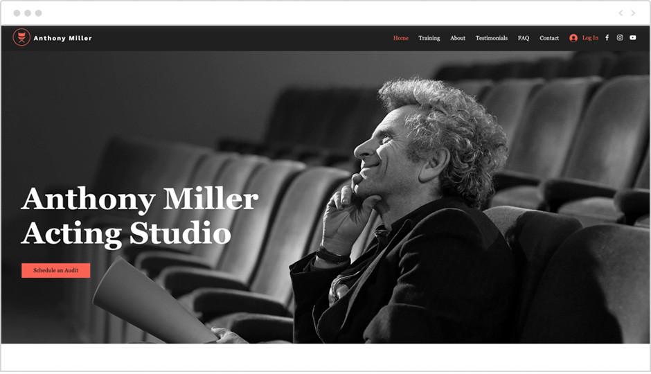 Template einer Theater-Website mit Schrift Anthony Miller Acting Studioals Beispiel für Website-Ideen