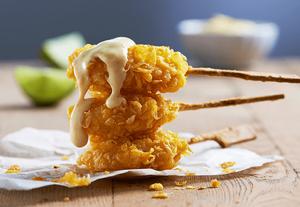 вкусное филе в панировке на палочке