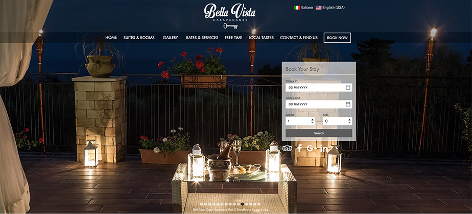 Una página web de hoteles con una opción de hacer reserva y se ve una cena romántica en una terraza que tiene dos copas de vino