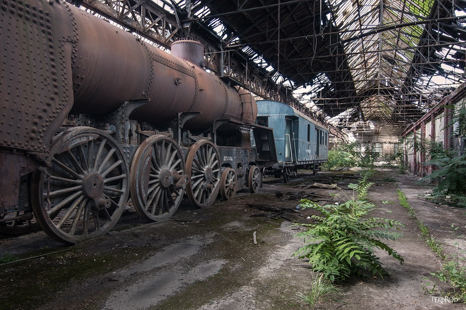 urban exploration (urbex) photo of an abandoned train station by Wix photographer Emmanuel Tecles