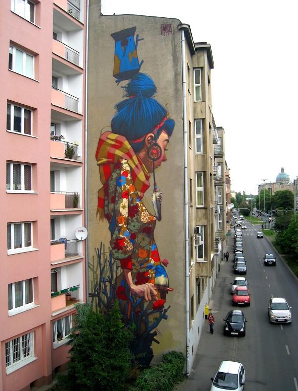стрит-арт девочка фасад