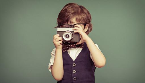 Юный фотограф при деле
