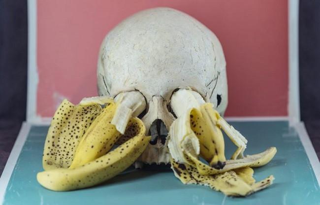 banane dans yeux tête de mort