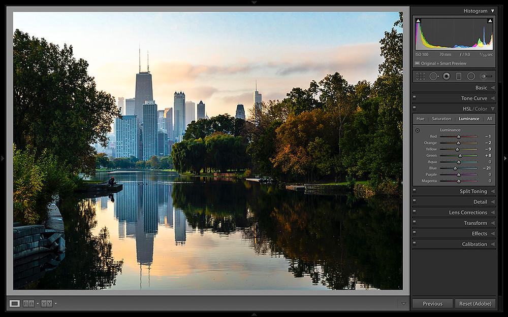 Foto einer Stadt mit See welches in Adobe Lightroom bearbeitet wird