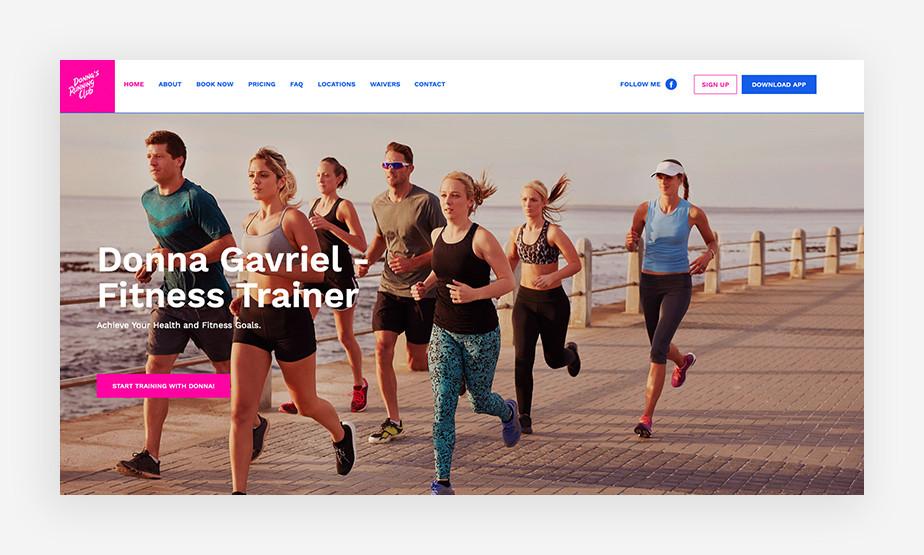 밝은 색상과 운동 이미지로 긍정적인 분위기를 조성한 도나 가브리엘 피트니스 웹사이트
