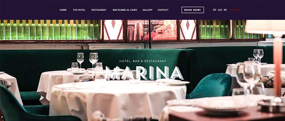 Página web de hoteles con un restaurante de fondo