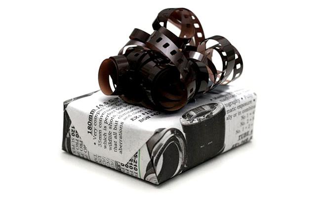 Bobine de film et journal - papier cadeau