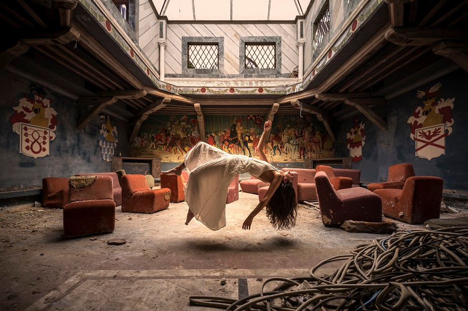 urban exploration (urbex) photo of an abanded house with a model by Wix photographer Emmanuel Tecles