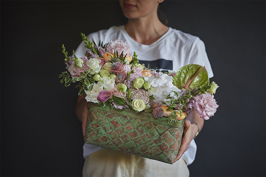 becoming a florist is one of many great home based business ideas