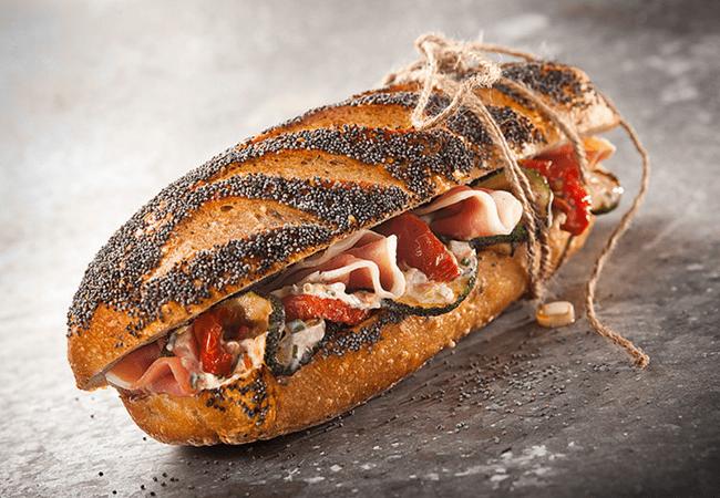 мясной сендвич крупным планом