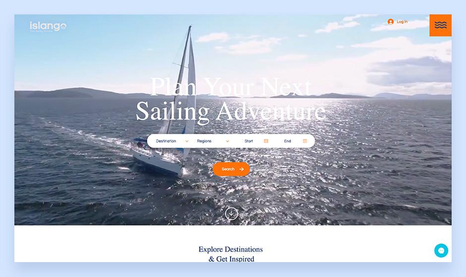 잔잔한 청록색 바다와 요트 항공 사진을 담은 Islango의 요트 대여 웹사이트