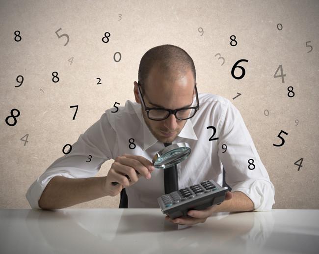 Бизнесмен анализирует итоги уходящего года