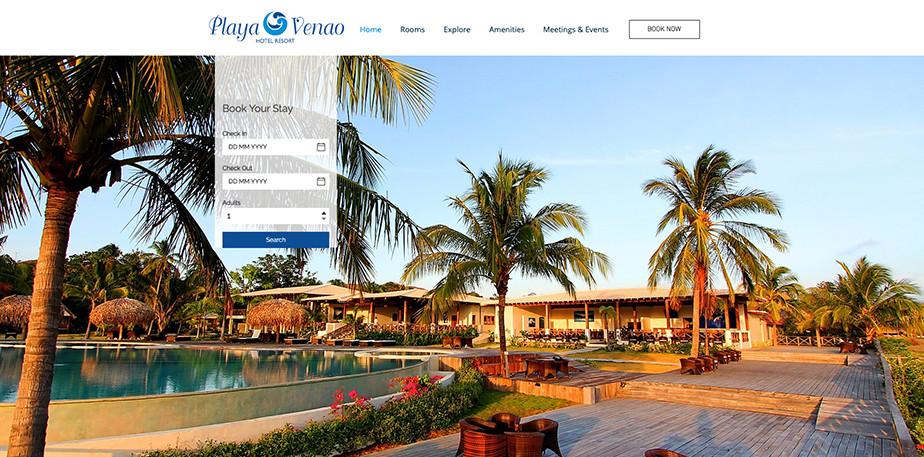 Página web de hoteles con apariencia resort panameño. Se ven palmeras y una piscina, además de las instalaciones más atrás.
