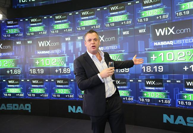 Avishai Abrahami, CEO de Wix, commente l'entrée en bourse de Wix pendant la cérémonie