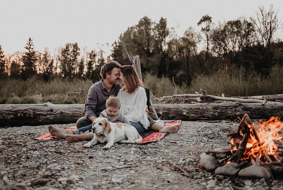 Retrato de familia + perro en el campo