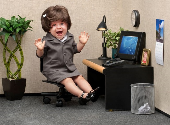 bébé déguisée en secrétaire