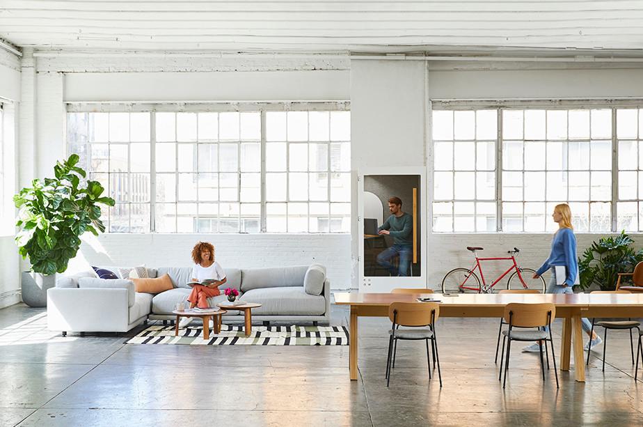 쾌적하고 넓은 공간의 사무실 이미지