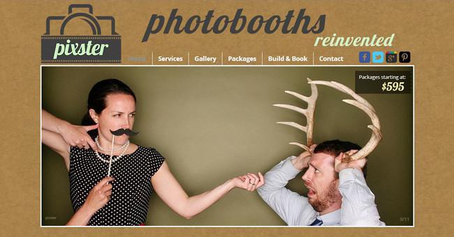 Забавная фотография - парень с рогами оленя и девушка с усами