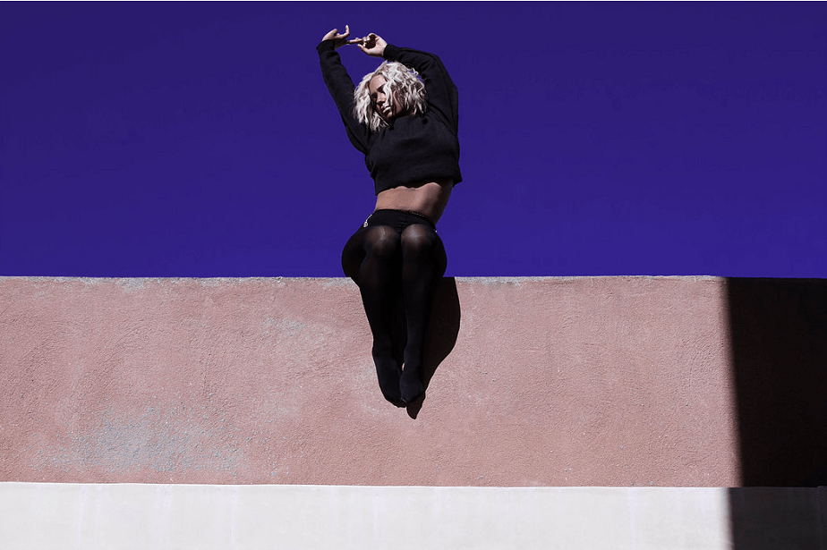 colorful fashion picture of a woman dressed in black by wix photographer jhana