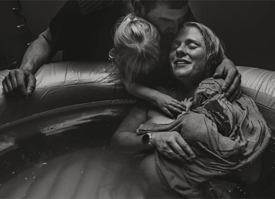 Foto de un parto en blanco y negro