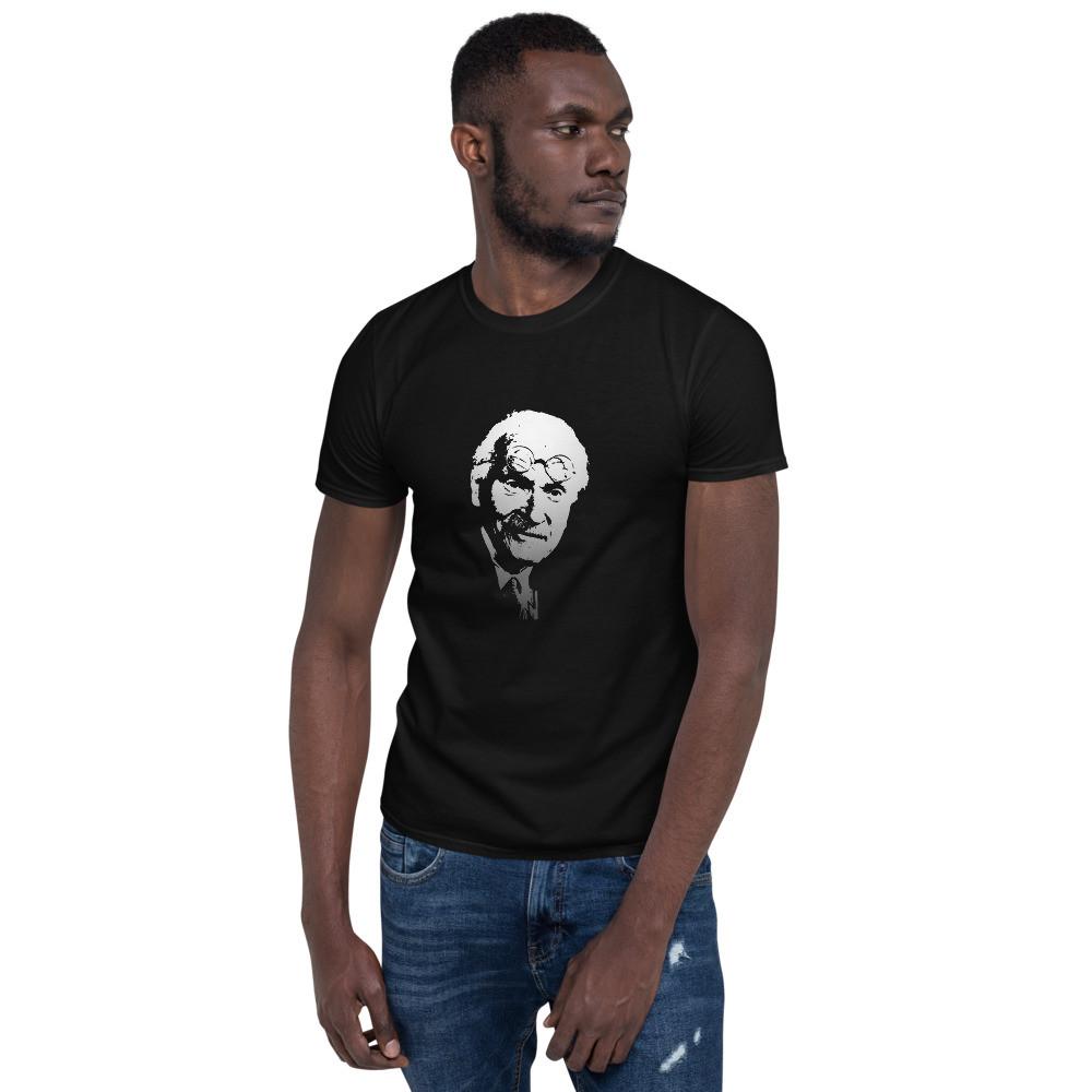 프린트셔츠를 입은 남자