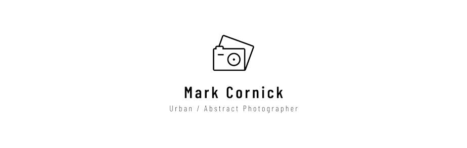 カメラアイコン風ロゴ