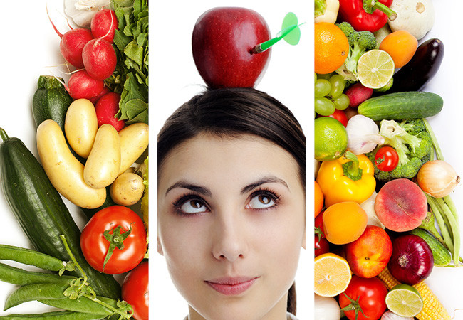 Collage de tres imágenes. Dos de ensaldas y frutas y la de al medio es una mujer con una manzana sobre su cabeza.Collage de tres imágenes. Dos de ensaldas y frutas y la de al medio es una mujer con una manzana sobre su cabeza.