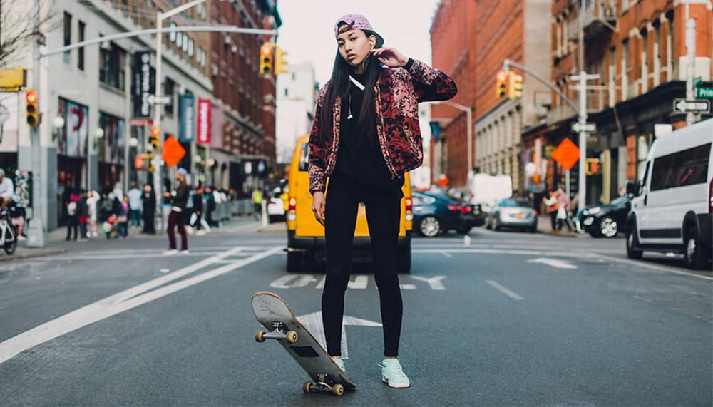 Wat is straatfotografie, vrouw op skateboard