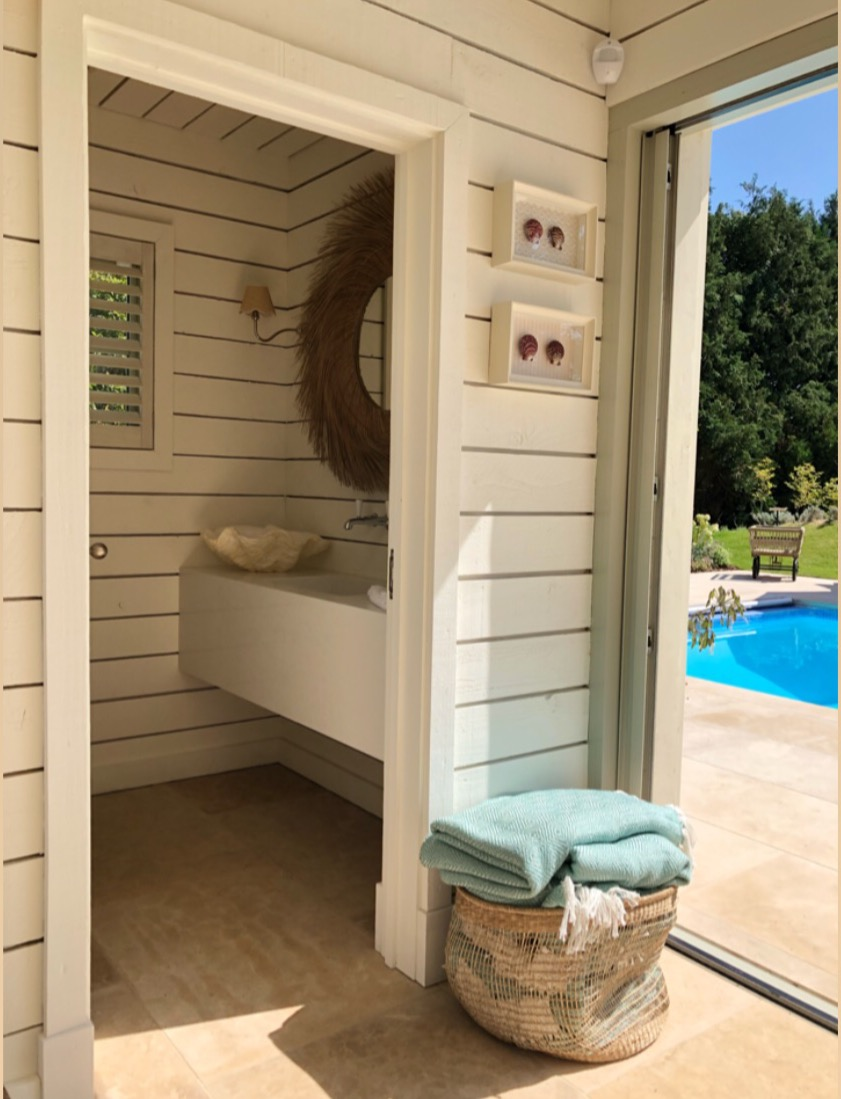 Poolhouse Cloakroom & Beyond