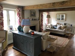 Sitting room with 2 spaces