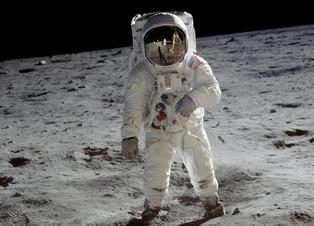 Premiers pas sur la lune, côté insolite.