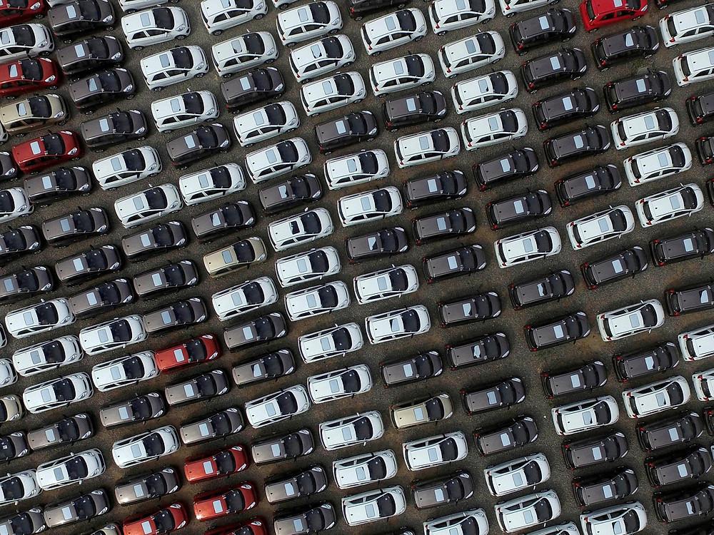 Pátio de carros elétricos em cidade chinesa