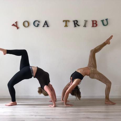 Yoga Tribu Les Vans Lola Angual et Emma