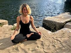 Angelina Yoga Tribu Les Vans Cours de Yo