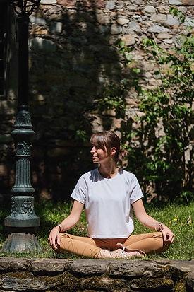 Anouck Jordan Hypnothérapie Les Vans Yoga Tribu.jpg