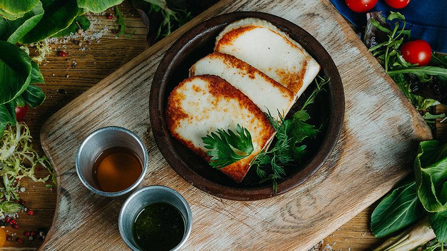 Адыгейский сыр с мёдом и базиликом