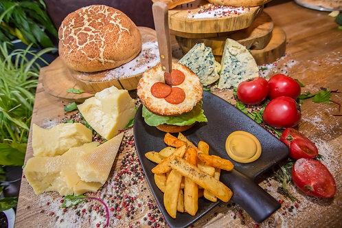 Бургер от Шеф-повара с рубленной говядиной, беконом, сыром моцарелла и пепперони