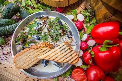 Черноморские мидии с соусом дор-блю