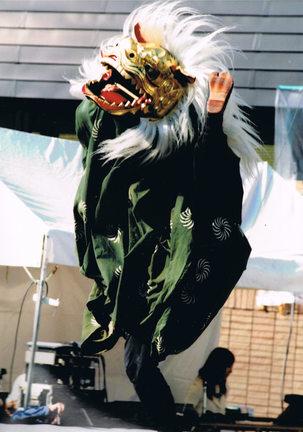 足上げ獅子舞