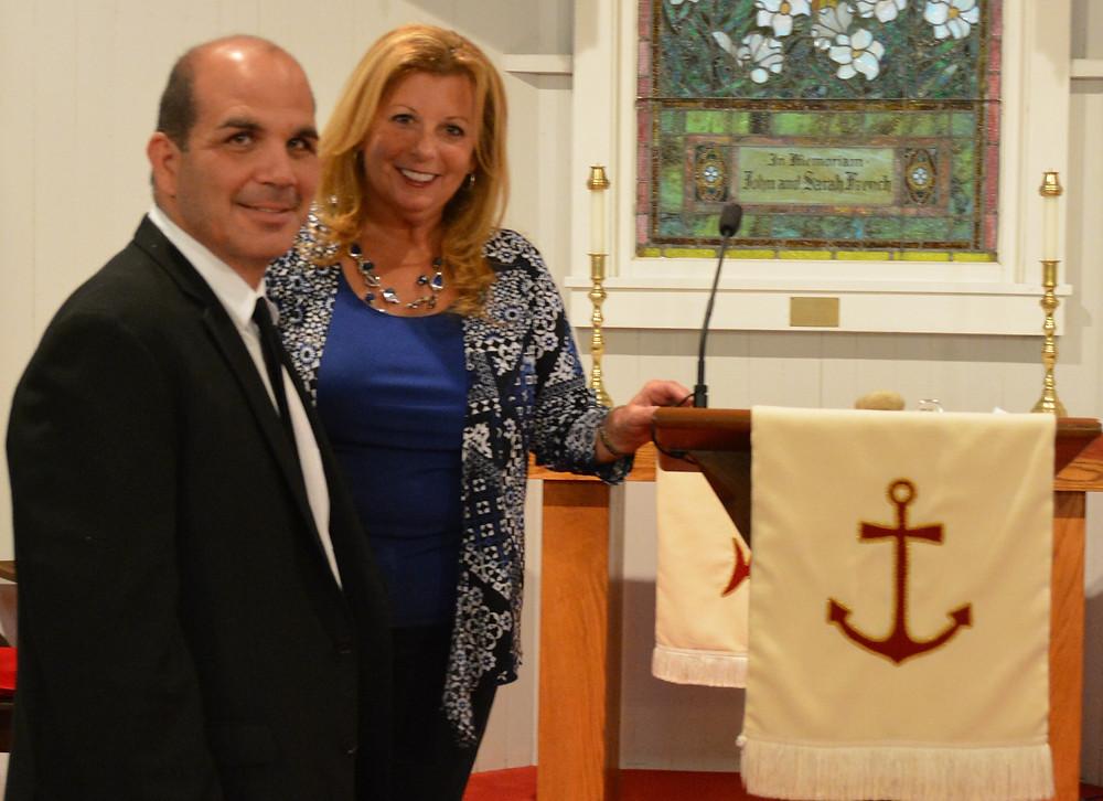Reverend Alison Dj Michael East End Wedding Guide Hampton Weddings Shelter Islan