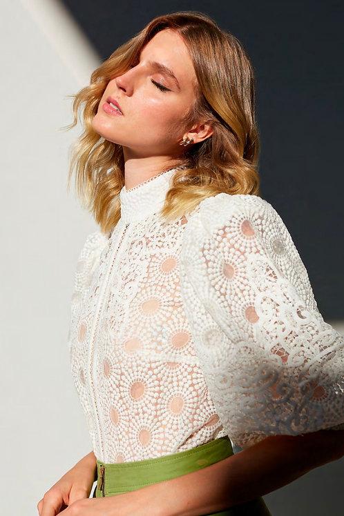 Blusa em tule bordado com recortes em renda off white Skazi Sclub