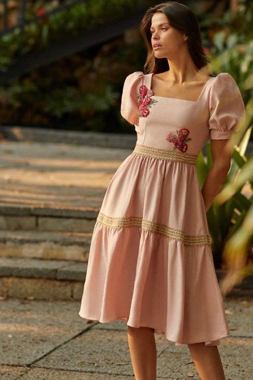 Vestido midi detalhes passamanarias e bordados Manzan